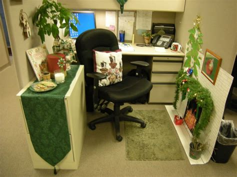 small home office cubicle decoration christmas green theme