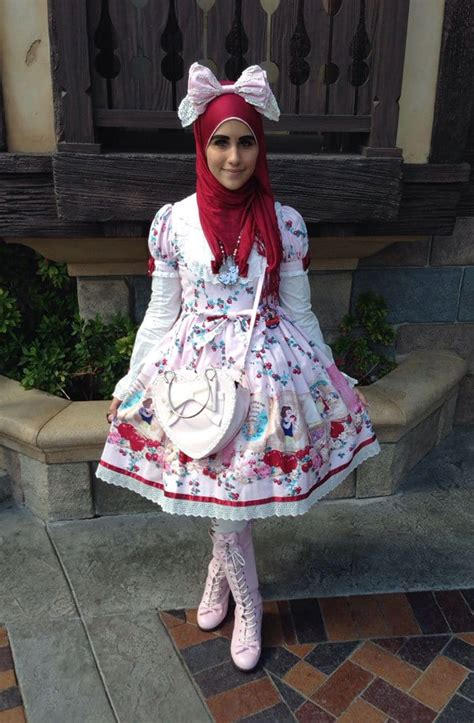 muslim lolita fashion  setting  internet alight
