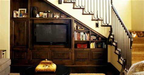 Lemari Televisi Memaksimalkan Ruang Kosong Di Bawah Tangga Hock