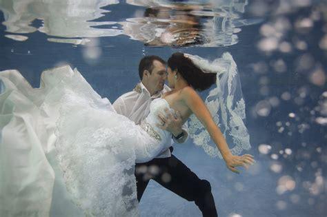 incredible underwater trash the dress photos bridalguide phoenix underwater trash the dress session alyssa
