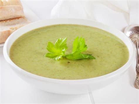 zuppa di sedano ricetta zuppa di sedano e lattuga donna moderna