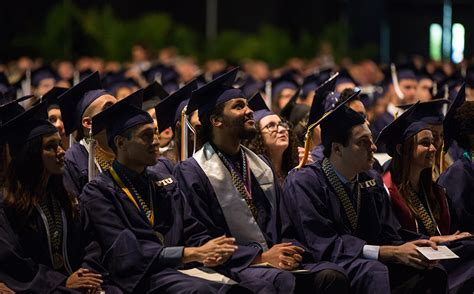 Fiu Corporate Mba Diploma by Celebrate College Of Business Awards Almost 1 300 Degrees