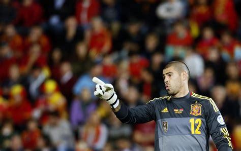 barcelona goalkeeper history manchester united s louis van gaal and goalkeeper victor