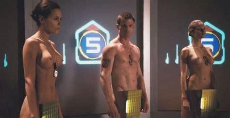 starship troopers bathroom scene image from http 4 bp blogspot com kv31xd2rmie