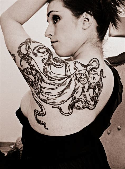 womens shoulder tattoos designs cool shoulder design for octopus