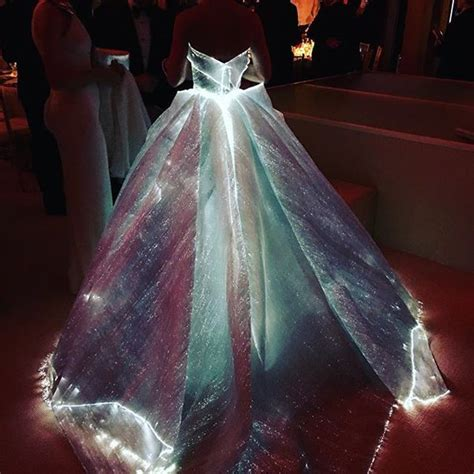 claire danes vestido zac posen claire danes in zac posen at the 2016 met gala fashionsizzle