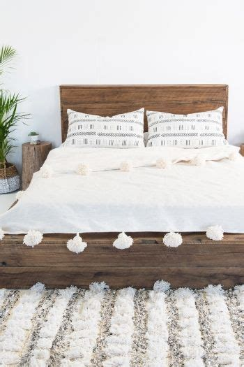 simple wooden headboard http www woodesigner net provides great suggestions and