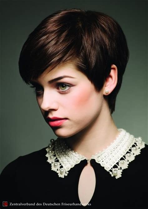 kurzhaarfrisuren damen herbst  winter  mit pixie cut
