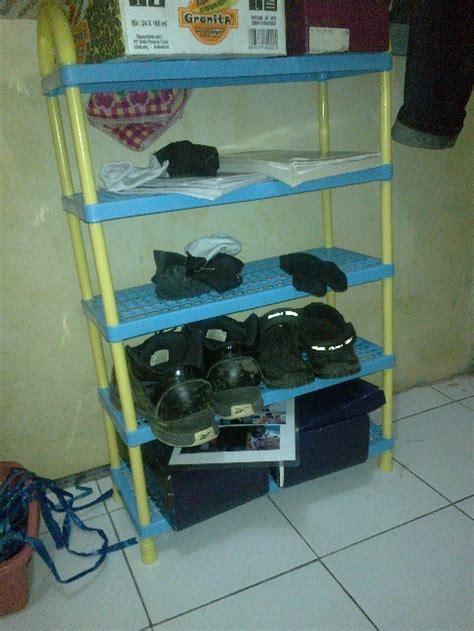 Rak Sepatu Yang Digantung mempersiapkan kamar kos baru dengan baik berbagi ilmu
