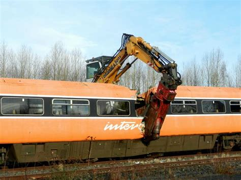 Carrozze Ferroviarie Dismesse - rail carriages being scrapped at dundalk station