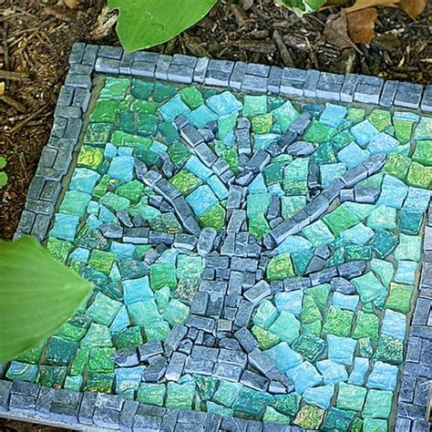 pattern for mosaic stepping stones 13 diy stepping stones do it yourself ideas and projects