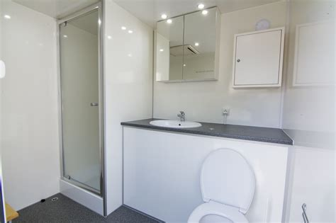 mobiele badkamer huren limburg mobiele badkamer standaard versie sanicar