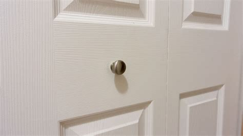 Where To Put Knobs On Bifold Doors by Keep Bifold Closet Door Knobs From Loosening