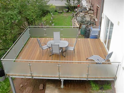 balkongeländer aluminium selbstbau holzdielen balkon preise kreative ideen f 252 r