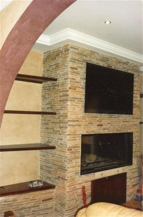 pareti con camini parete in pietra con camino e tv parete in pietra con