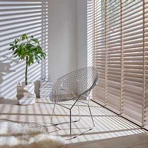 inbetweens praxis houten vitrage ochtend schoonmaakwerk