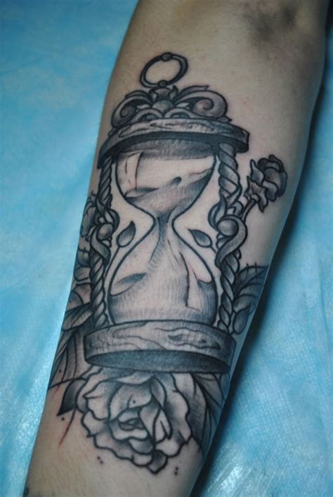 sand clock and rose tattoo tattoomagz