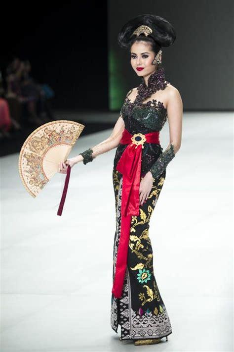 Rima Kebaya Batik Set By Hom avantie modern kebaya