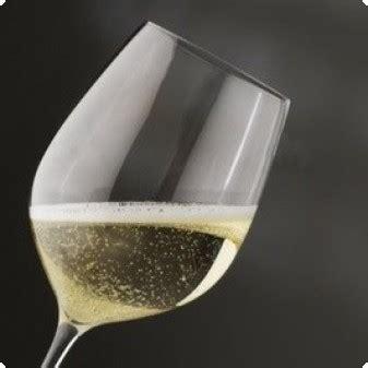 bicchieri prosecco un aperitivo si grazie un prosecco vino world wine