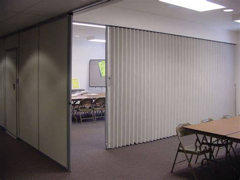 Accordion Room Divider by Services Vincent Contracts
