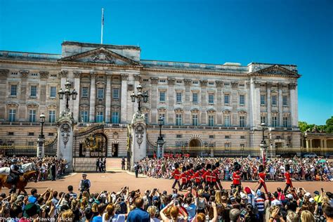 buckingham palace facts facts about buckingham palace guards