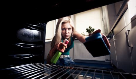 what s the best way to keep your oven clean