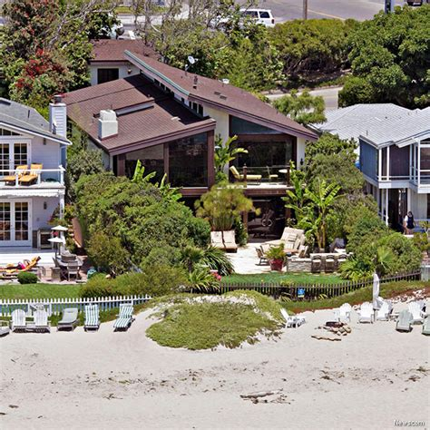 goldie hawn house goldie hawn sells malibu beach home for 9 5m