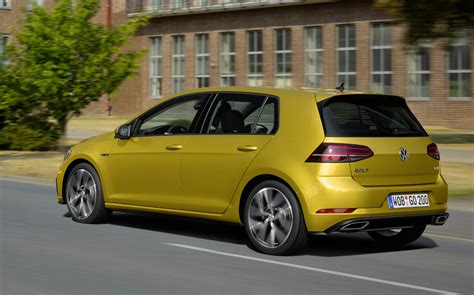 volkswagen gold 2017 vw golf gets facelift and tech upgrades