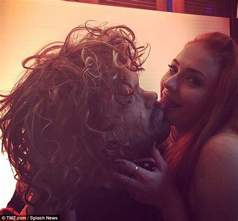 peter dinklage mask game of thrones sophie turner kisses fan with tyrion