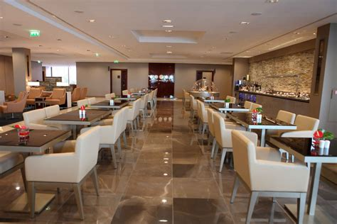 emirates lounge emirates first and business class lounge in paris the