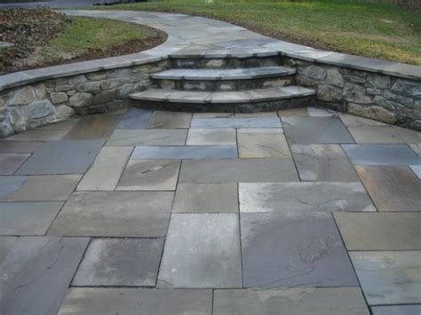 flag stone patio like the walls for seating garden