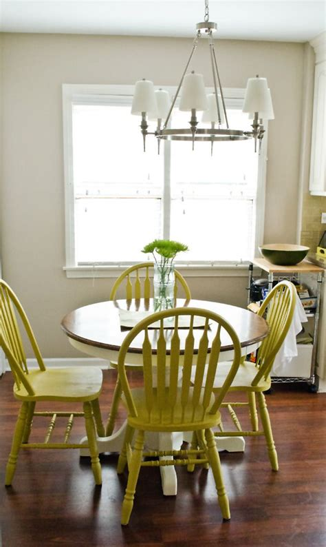 Diy Painting Kitchen Table And Chairs by Use Diy Chalk Paint To Refinish An Oak Table And