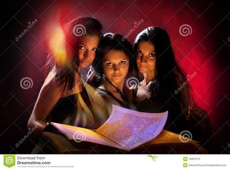 imagenes brujas hermosas brujas hermosas fotos de archivo imagen 16567273