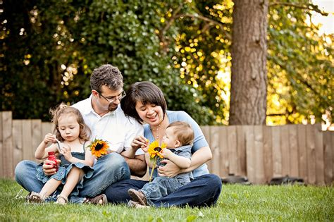 backyard family portrait session photography