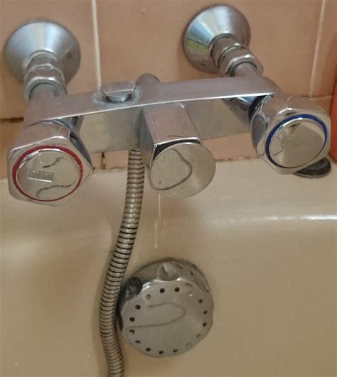 changer joint mitigeur baignoire fuite changement robinets ou joints pour salle de bains