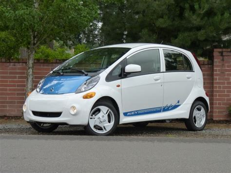Most Economical Midsize Car by Top 10 Most Economical Small Cars You Can Buy In 2012