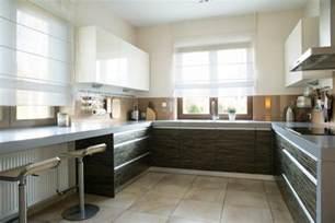 Galley Kitchen Ideas Small Kitchens - cuisine en u ouverte pour tout espace 60 photos et conseils