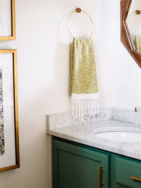 Vintage Bathroom Colors by Vintage Bathroom Decor With Bold Colors And Geometric Shapes