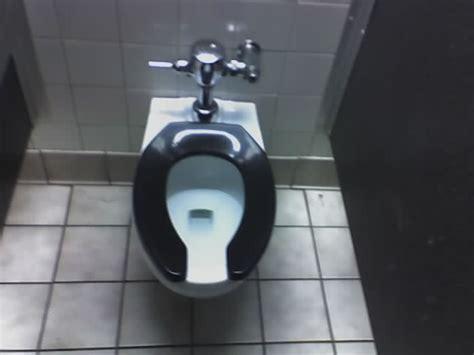 public  hotel toilet seats   middle part