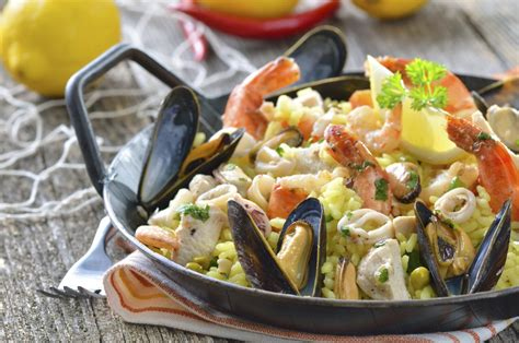 cucinare la paella di pesce paella di pesce l idea per preparare e cucinare la