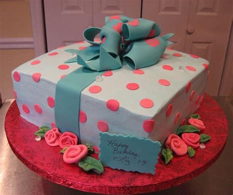 Liz's 19th Birthday Cake   Flickr   Photo Sharing!