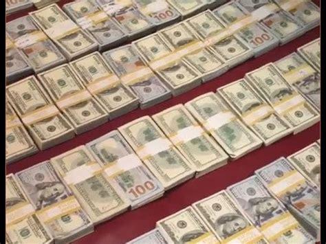 mayweather stack floyd mayweather stuntin with 1 million 100 bills