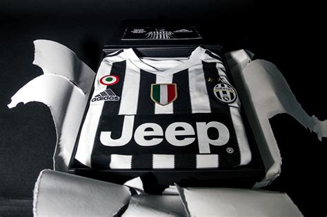 Limited Edition Kaos Juve 6 Scudetto adidas juventus celebrate 2015 16 jersey launch
