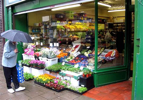 q store fruit shop greengrocer