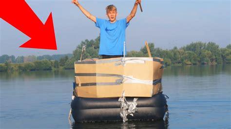 kartonnen huis kartonnen huis boot overnachting op het meer youtube