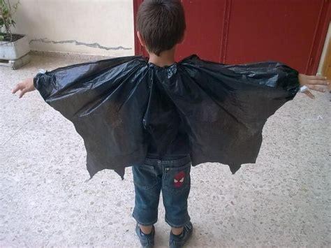 como hacer unas alas con bolsas de basura o carton de pajaro halloween disfr 225 zate con materiales reciclados bolsas