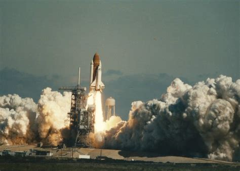 the explosion of the space shuttle challenger space shuttle challenger after explosion page 3 pics
