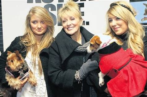 adele king ex husband twink adele king with daughters naomi left and chloe