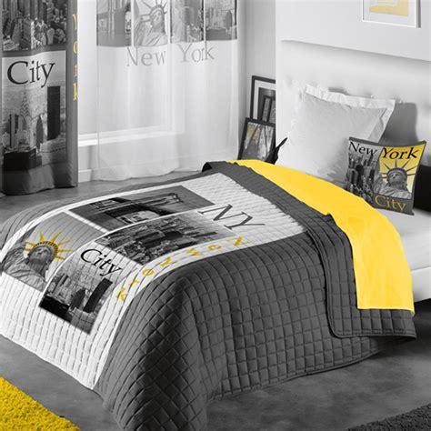 Couette Dessus De Lit by Couvre Lit Matelass 233 Quot New York Yellow Quot 220x240cm