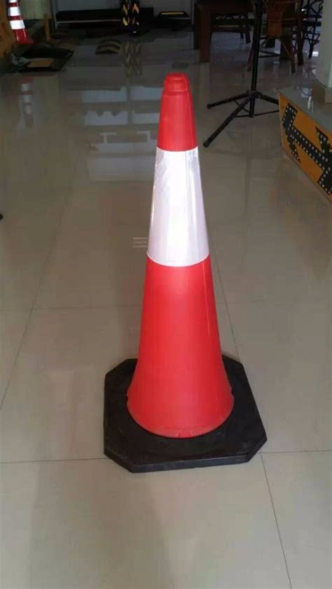 Generic Rubber 70cm Traffic Cone 75cm 29 5 inches black base pvc traffic road safety cone